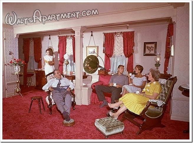 Walt, Lillian and the kids... - WaltsApartment.com